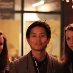 Huan Vu (Regisseur von Die Farbe) mit Verena (li.) und Sandra von Heimspiel.