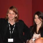 """Tim Fehlbaum, Regisseur von """"Hell"""", mit Julia vom Heimspiel-Team"""